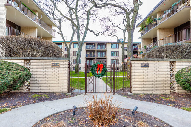 2 Bedrooms, Oak Park Rental in Chicago, IL for $1,950 - Photo 1