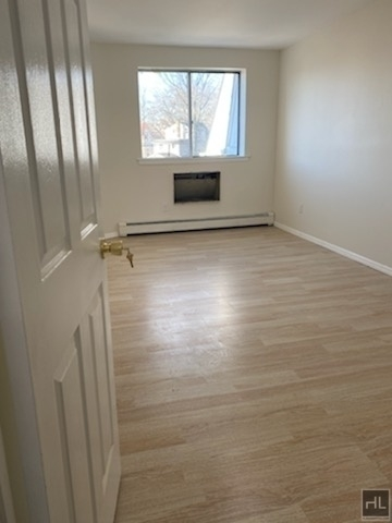 3 Bedrooms, Kew Gardens Rental in NYC for $2,500 - Photo 1