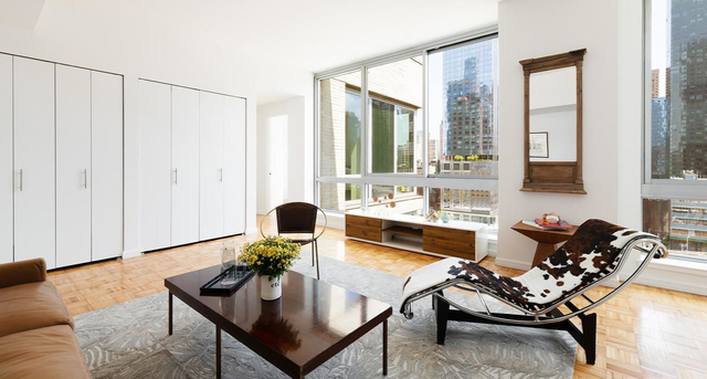 3 Bedrooms, Hell's Kitchen Rental in NYC for $5,989 - Photo 1