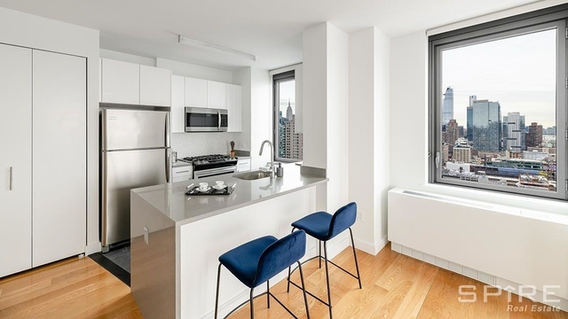 2 Bedrooms, Hell's Kitchen Rental in NYC for $3,998 - Photo 1