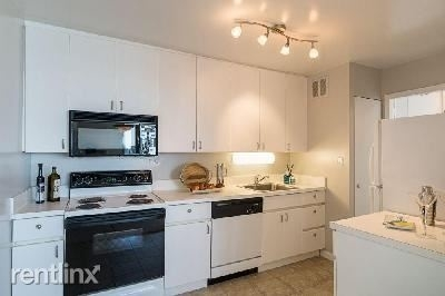 2 Bedrooms, Lake View East Rental in Chicago, IL for $2,770 - Photo 1