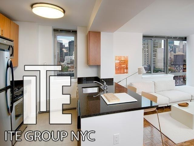 2 Bedrooms, Hell's Kitchen Rental in NYC for $3,979 - Photo 1