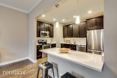2 Bedrooms, Old Town Triangle Rental in Chicago, IL for $3,230 - Photo 1