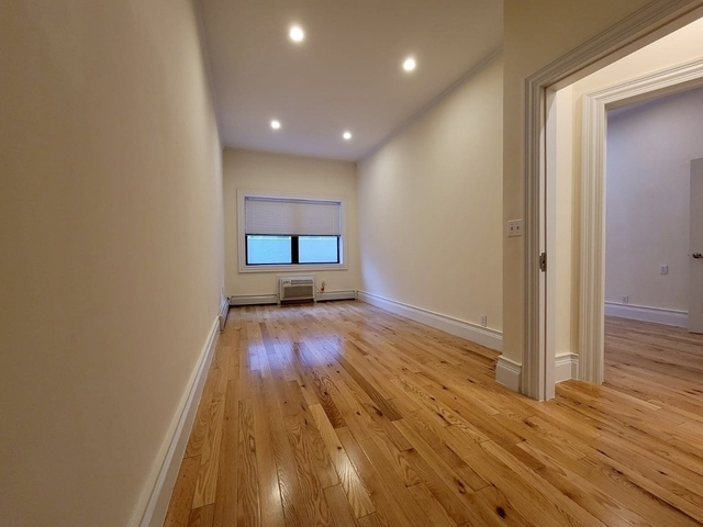 3 Bedrooms, Turtle Bay Rental in NYC for $3,343 - Photo 1