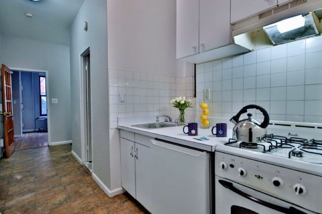 3 Bedrooms, East Village Rental in NYC for $2,700 - Photo 1