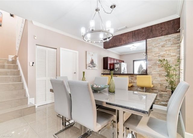 3 Bedrooms, Pembroke Falls Rental in Miami, FL for $2,400 - Photo 1