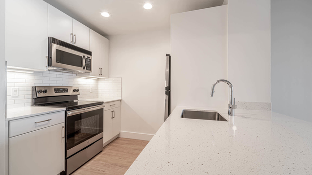 2 Bedrooms, Exchange Place North Rental in NYC for $4,417 - Photo 1