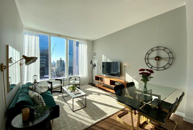 2 Bedrooms, Hell's Kitchen Rental in NYC for $4,137 - Photo 1