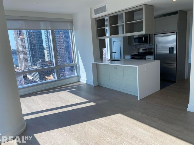 3 Bedrooms, Hell's Kitchen Rental in NYC for $7,300 - Photo 1