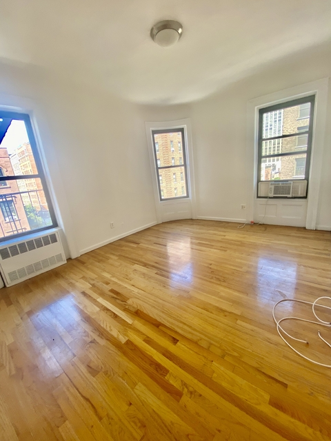 4 Bedrooms, Carnegie Hill Rental in NYC for $4,200 - Photo 1