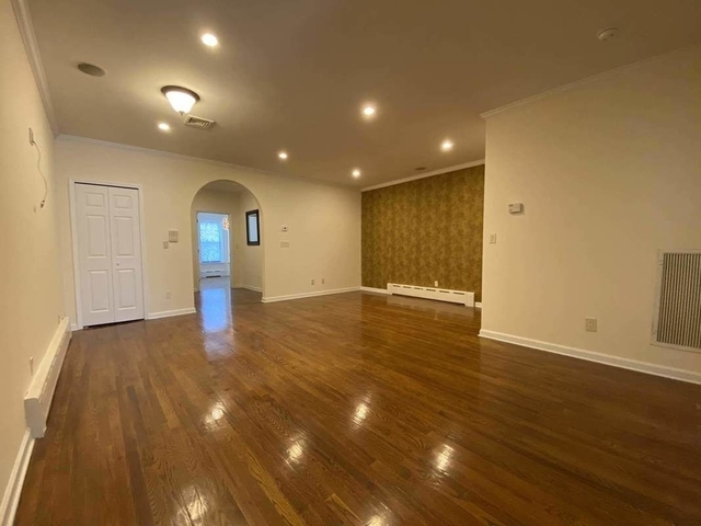 2 Bedrooms, USA Rental in  for $2,200 - Photo 1
