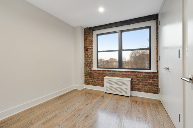 2 Bedrooms, Jackson Heights Rental in NYC for $2,394 - Photo 1