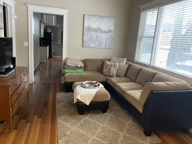4 Bedrooms, Lakeview Rental in Chicago, IL for $2,870 - Photo 1