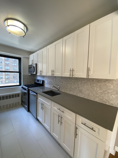 3 Bedrooms, Yorkville Rental in NYC for $5,839 - Photo 1