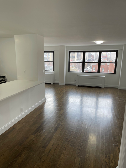 7 Bedrooms, Yorkville Rental in NYC for $11,000 - Photo 1