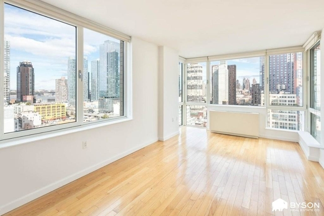3 Bedrooms, Garment District Rental in NYC for $3,581 - Photo 1