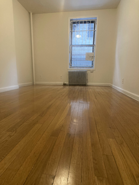 2 Bedrooms, Hell's Kitchen Rental in NYC for $2,395 - Photo 1