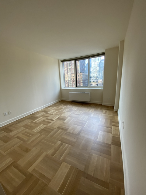2 Bedrooms, Lincoln Square Rental in NYC for $6,105 - Photo 1