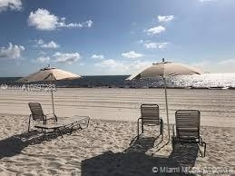 3 Bedrooms, Village of Key Biscayne Rental in Miami, FL for $3,000 - Photo 1