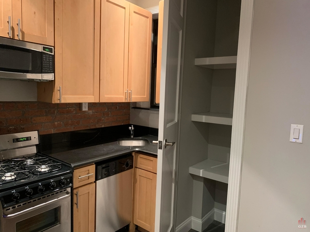 3 Bedrooms, Yorkville Rental in NYC for $3,079 - Photo 1