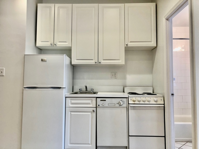 2 Bedrooms, Yorkville Rental in NYC for $2,379 - Photo 1