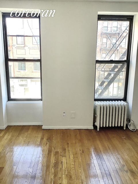2 Bedrooms, Hell's Kitchen Rental in NYC for $1,646 - Photo 1