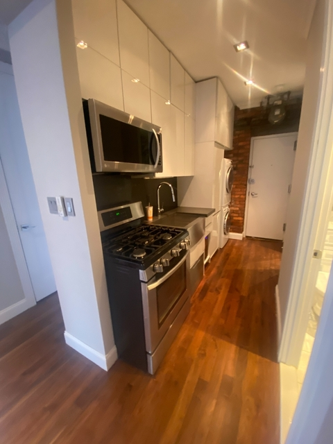 3 Bedrooms, Alphabet City Rental in NYC for $4,413 - Photo 1