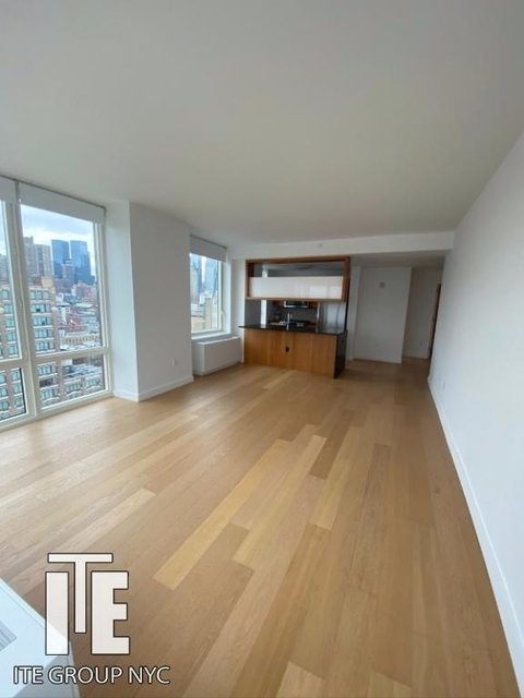 2 Bedrooms, Hell's Kitchen Rental in NYC for $4,165 - Photo 1
