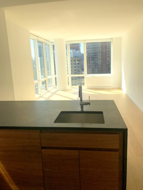 3 Bedrooms, Hell's Kitchen Rental in NYC for $6,200 - Photo 1