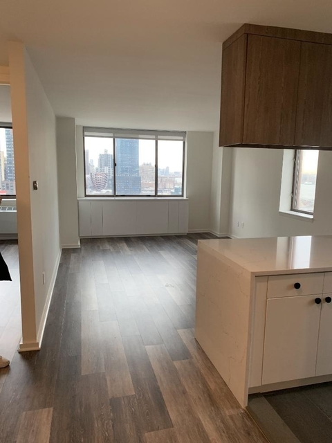 2 Bedrooms, Hell's Kitchen Rental in NYC for $4,510 - Photo 1