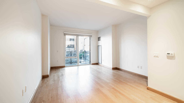 2 Bedrooms, Hell's Kitchen Rental in NYC for $5,479 - Photo 1