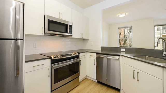 2 Bedrooms, Hudson Rental in NYC for $2,976 - Photo 1