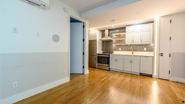 2 Bedrooms, Bushwick Rental in NYC for $2,625 - Photo 1