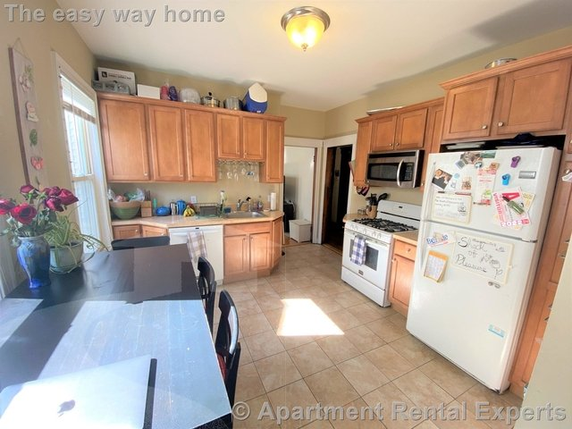 3 Bedrooms, Teele Square Rental in Boston, MA for $3,150 - Photo 1
