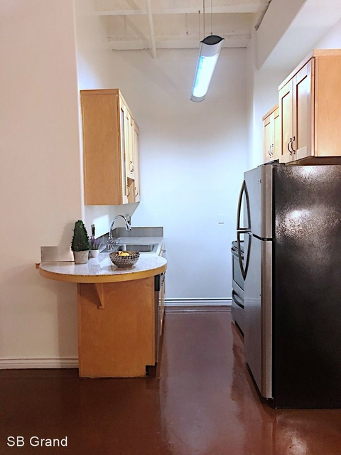 2 Bedrooms, Jewelry District Rental in Los Angeles, CA for $2,000 - Photo 1