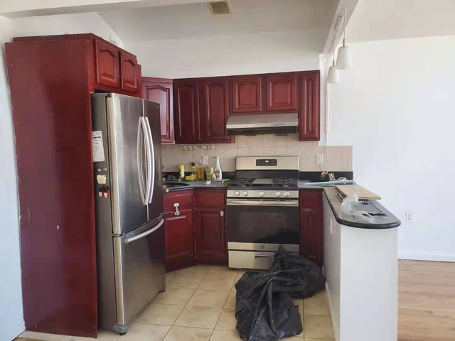 3 Bedrooms, Gravesend Rental in NYC for $2,000 - Photo 1