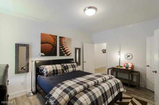 2 Bedrooms, Montgomery Rental in Houston for $2,155 - Photo 1