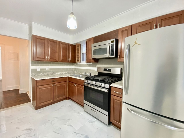 3 Bedrooms, Maspeth Rental in NYC for $2,095 - Photo 1