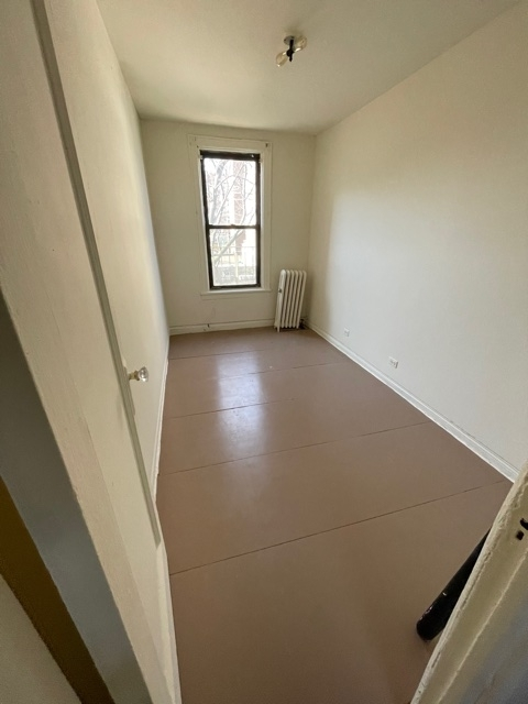 4 Bedrooms, Astoria Rental in NYC for $2,700 - Photo 1