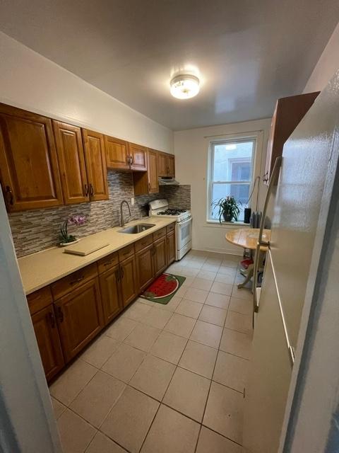 4 Bedrooms, Astoria Rental in NYC for $2,800 - Photo 1