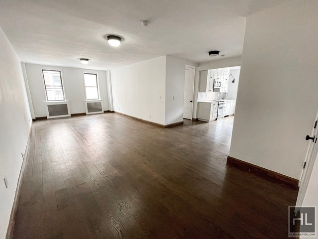 2 Bedrooms, Hell's Kitchen Rental in NYC for $2,570 - Photo 1