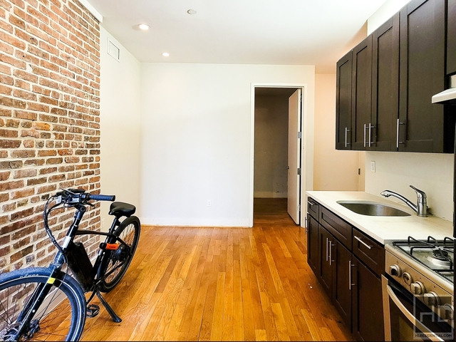 3 Bedrooms, Crown Heights Rental in NYC for $2,800 - Photo 1