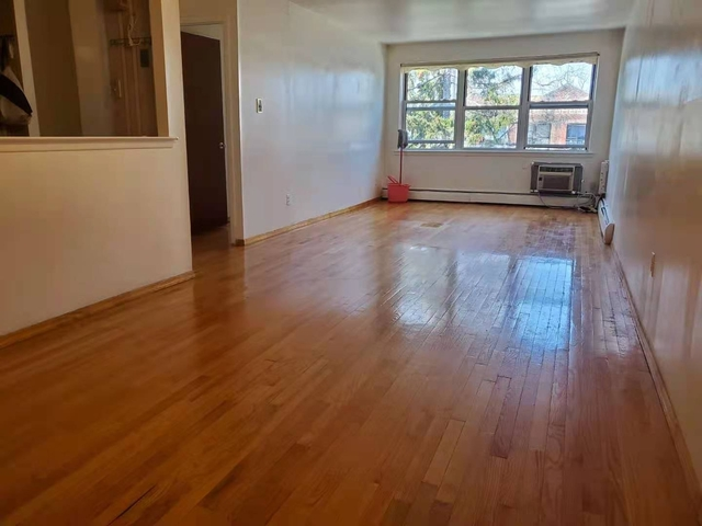 3 Bedrooms, Dyker Heights Rental in NYC for $2,000 - Photo 1