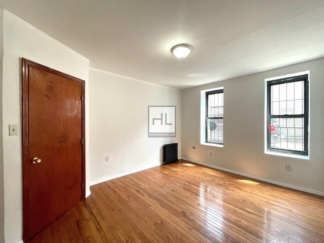 2 Bedrooms, Red Hook Rental in NYC for $1,700 - Photo 1