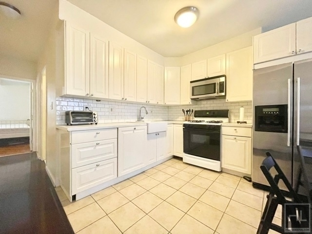 3 Bedrooms, Turtle Bay Rental in NYC for $2,950 - Photo 1