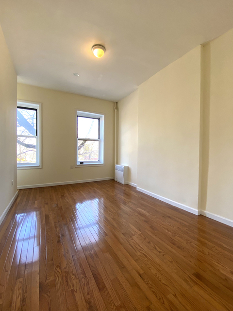 3 Bedrooms, Williamsburg Rental in NYC for $2,400 - Photo 1