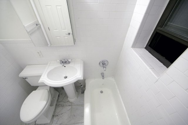 1 Bedroom, Yorkville Rental in NYC for $2,017 - Photo 1