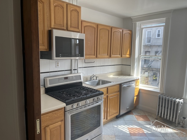 3 Bedrooms, Woodside Rental in NYC for $2,400 - Photo 1