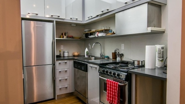 2 Bedrooms, Greenpoint Rental in NYC for $2,700 - Photo 1