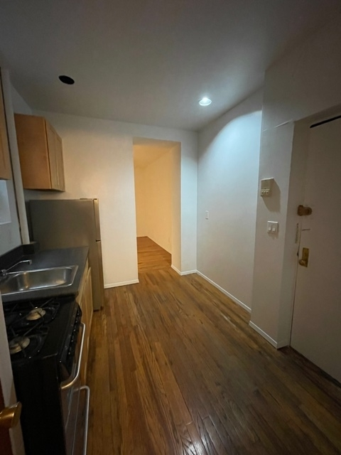 2 Bedrooms, Yorkville Rental in NYC for $1,879 - Photo 1